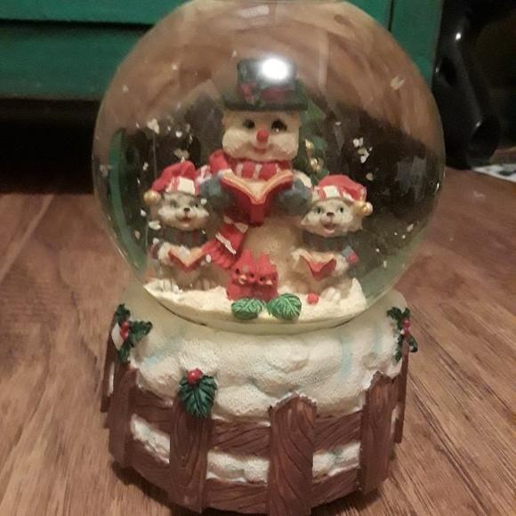 Vintage Christmas Snow Globes.Vintage Christmas Snow Globe